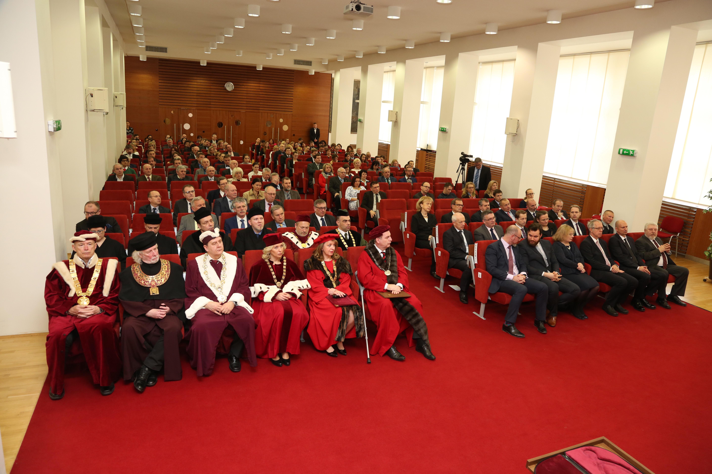 Aulu VFU Brno zaplnilo mnoho významných a milých hostů.